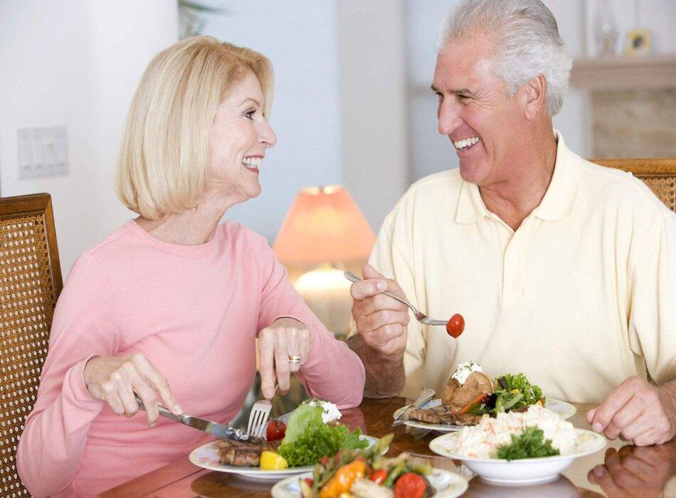 Cần bổ sung dinh dưỡng đầy đủ cho sức khỏe người cao tuổi