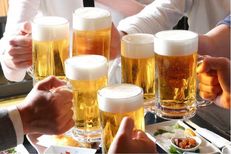 Lạm dụng rượu bia là một trong những yếu tố nguy cơ gây loãng xương ở người trẻ tuổi