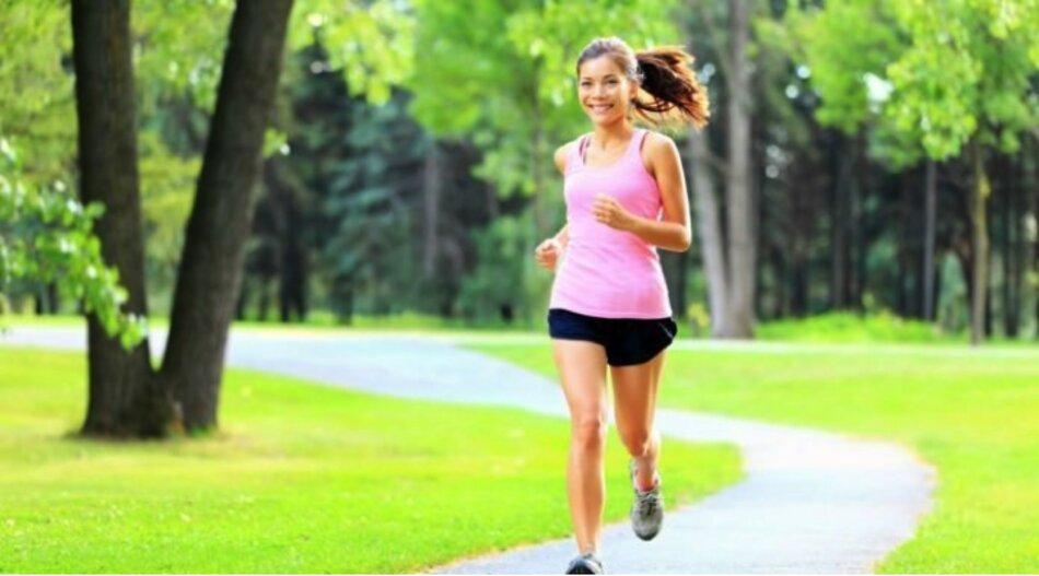 Chạy bộ và tắm nắng giúp phòng và chữa loãng xương ở phụ nữ