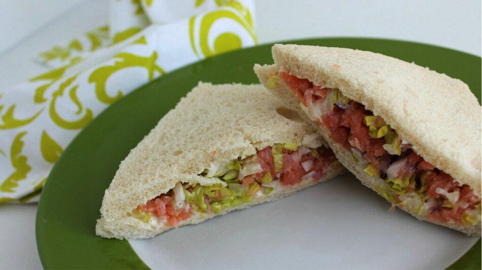 Sandwich cá hồi nướng- món ăn dinh dưỡng cho người cao tuổi